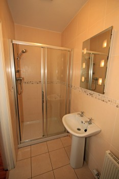 Ensuite Shower Room in Double